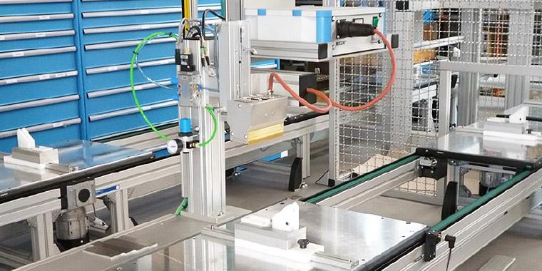 Tampondruckmaschinen für die Kunststoffindustrie